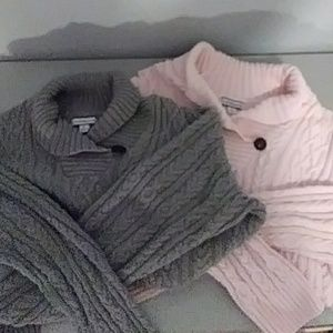 Bundle of 2 sweaters